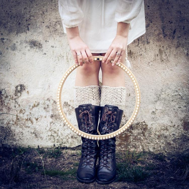 Loom Knit Lace Wristers Fingerless Gloves Reading Mitt Pattern