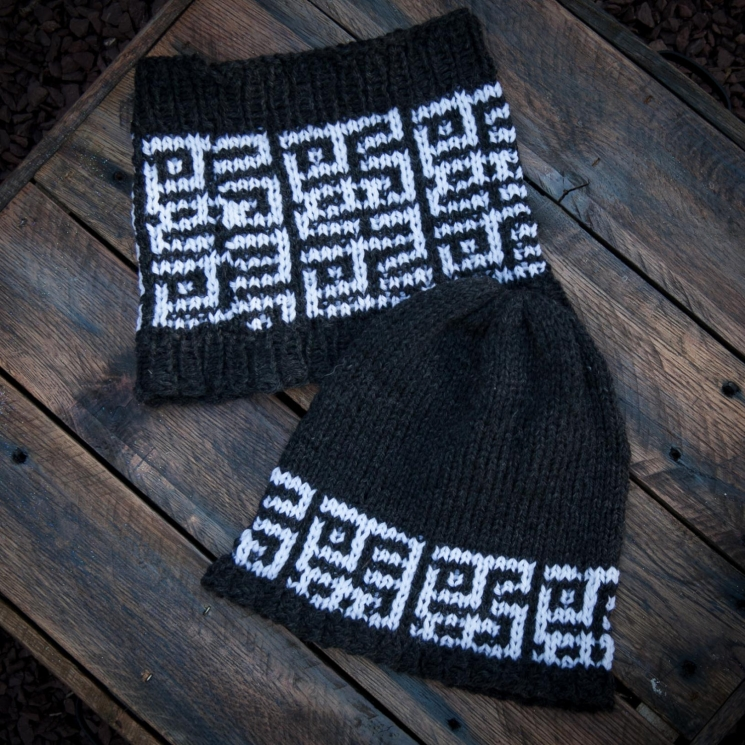LOOM KNIT MOSAIC HAT AND COWL SET PATTERN