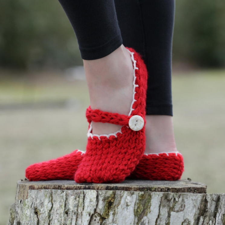 LOOM KNIT MARY JANE STYLE SLIPPERS PATTERN.