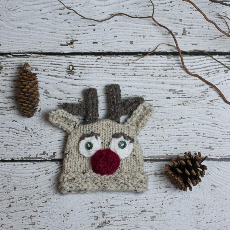 Loom Knit Christmas Cocoon And Reindeer Hat Pattern For Newborn Baby.