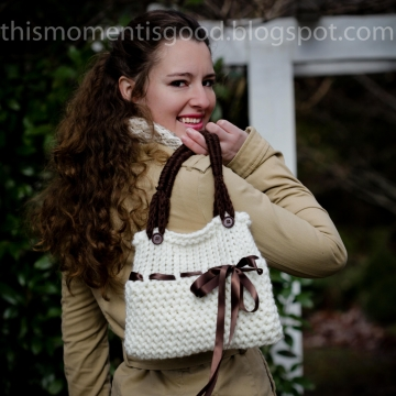 LOOM KNIT HANDBAG PATTERN WITH RIBBON EMBELLISHMENT