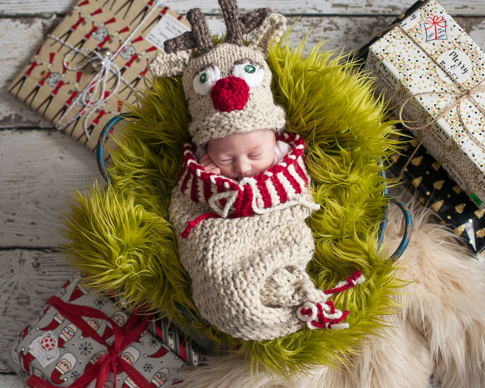 loom knit newborn cocoon and reindeer hat pattern this