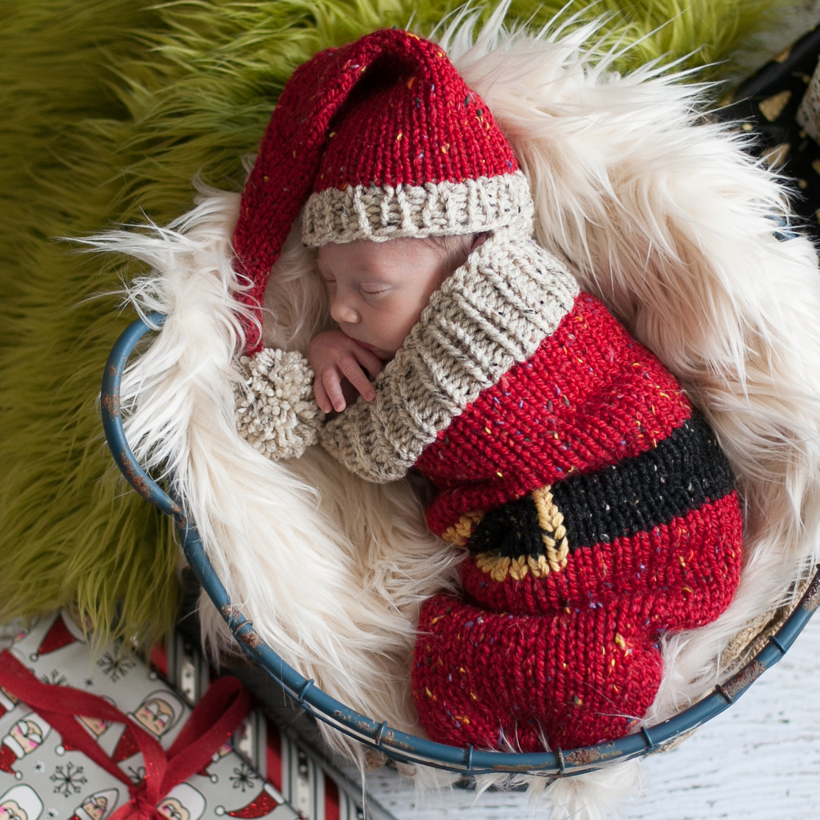 Loom Knit Christmas Cocoon And Santa Hat Pattern For