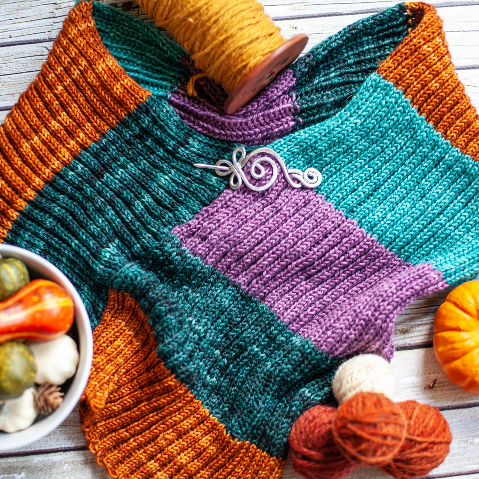 Loom knitting pattern for The Jewel Topper, small cape ...