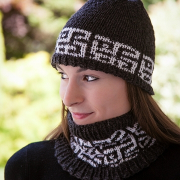 Loom Knit Mosaic Hat and Cowl Set PATTERN. PDF PATTERN is available for instant download! Stylish and Modern Loom Knitting Pattern.