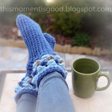 Loom Knit Scallop Stitch Slipper Sock PATTERN!  Similar to Crocodile Stitch! Adult Size. Available for instant download! PATTERN ONLY!