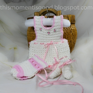 Loom knit Baby Onesie Set PATTERN.  PATTERN ONLY includes patterns for Onesie, Baby Bonnet, and matching Booties.  Instant Download.
