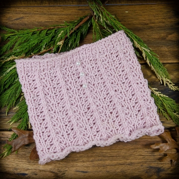 Loom Knit Lace Cowl/ Neckwarmer PATTERN. Perfect for a little girl or a woman who loves delicate things. Very Feminine.