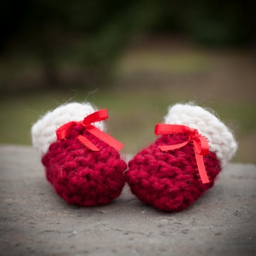 Loom Knit Baby Booties, Shoes, PATTERN, Beginner Friendly, Garter Stitch Booties, 4 sizes, Newborn to 12 months, PDF PATTERN Download.