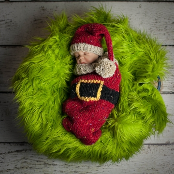 Loom Knit Santa Christmas Cocoon and Santa Hat Pattern. Make This Newborn Swaddler and Elf Hat for Baby Using This PDF Loom Knitting PATTERN.